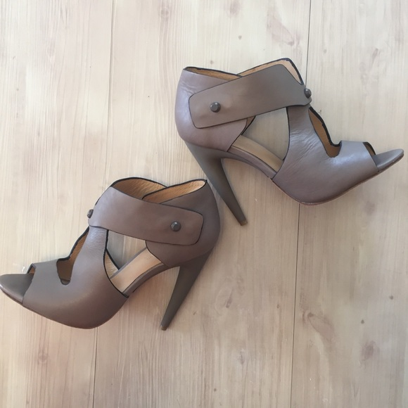 L.A.M.B. Shoes - L.A.M.B. Strappy Heels Sz 8.5 Taupe open toe ankle